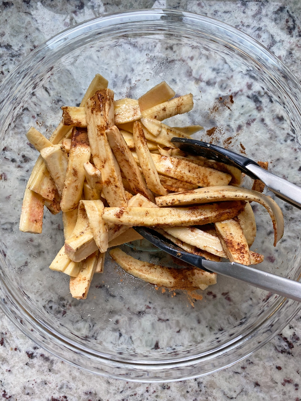 coat-fries-in-cinnamon-and-salt