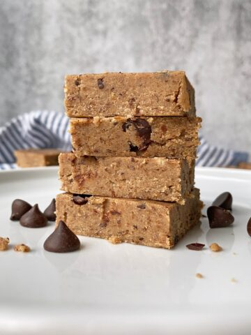 Paleo-Chocolate-Chip-Cookie-Dough-Protein-Bar-Recipe