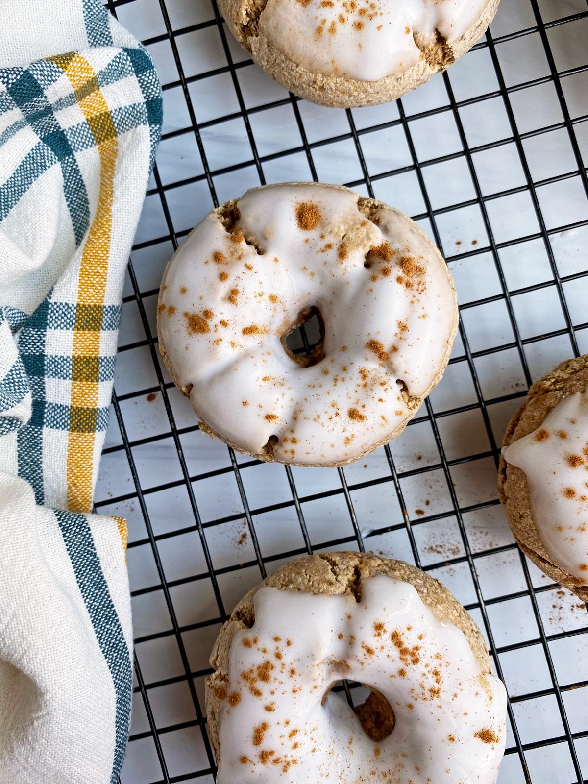 glazed-cinnamon-apple-bagels