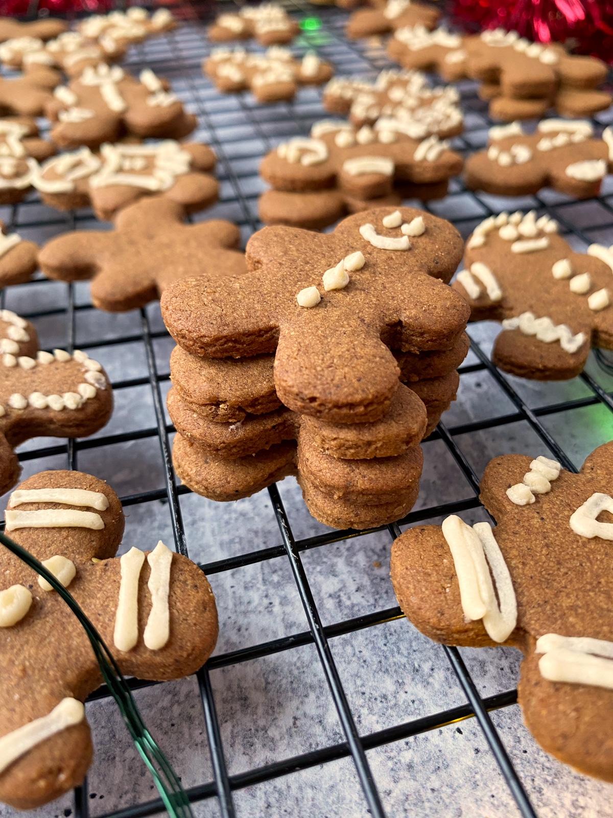 healthy-Vegan-gingerbread-men-recipe