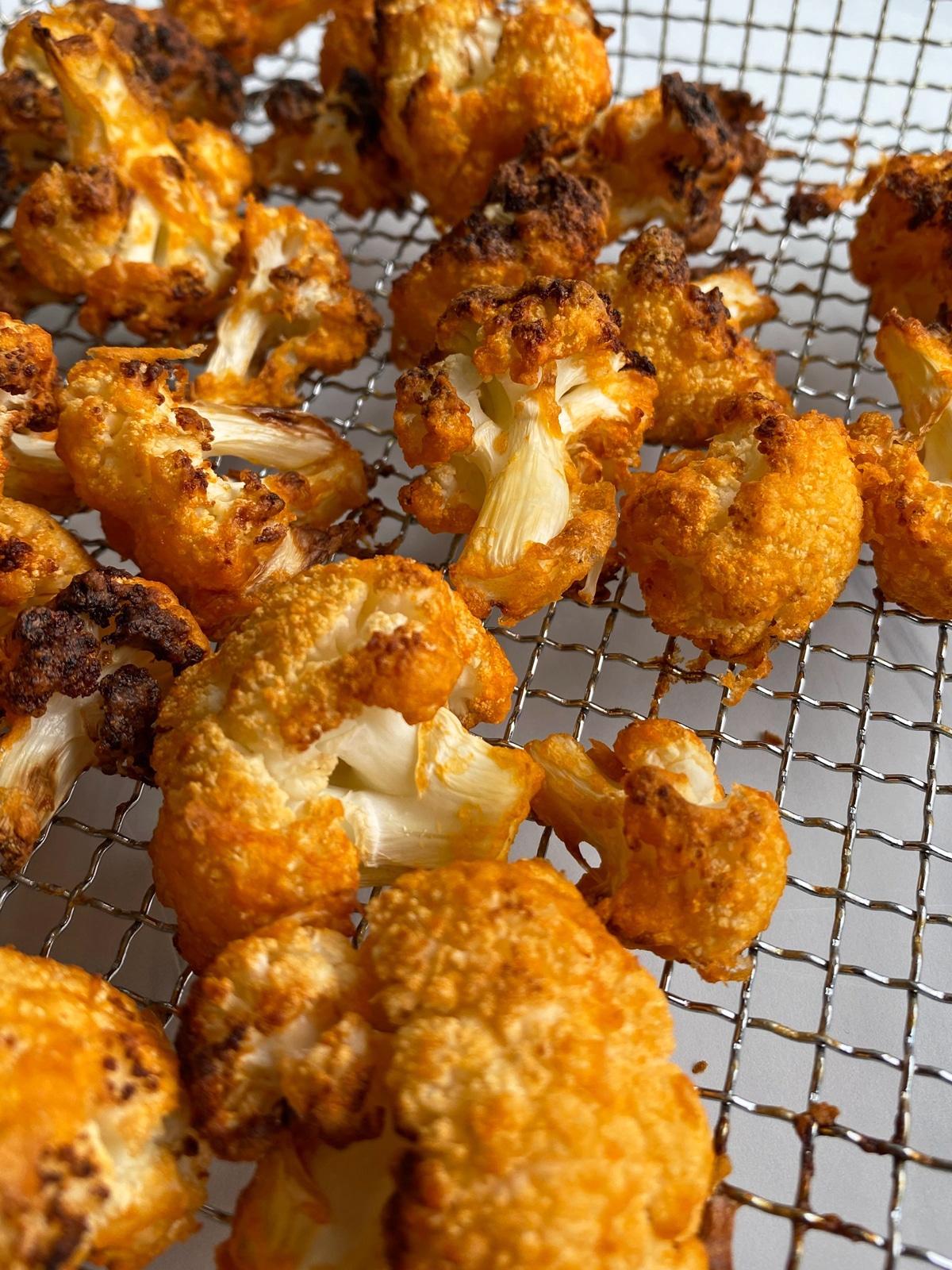 air-fryer-cauliflower-in-frying-basket