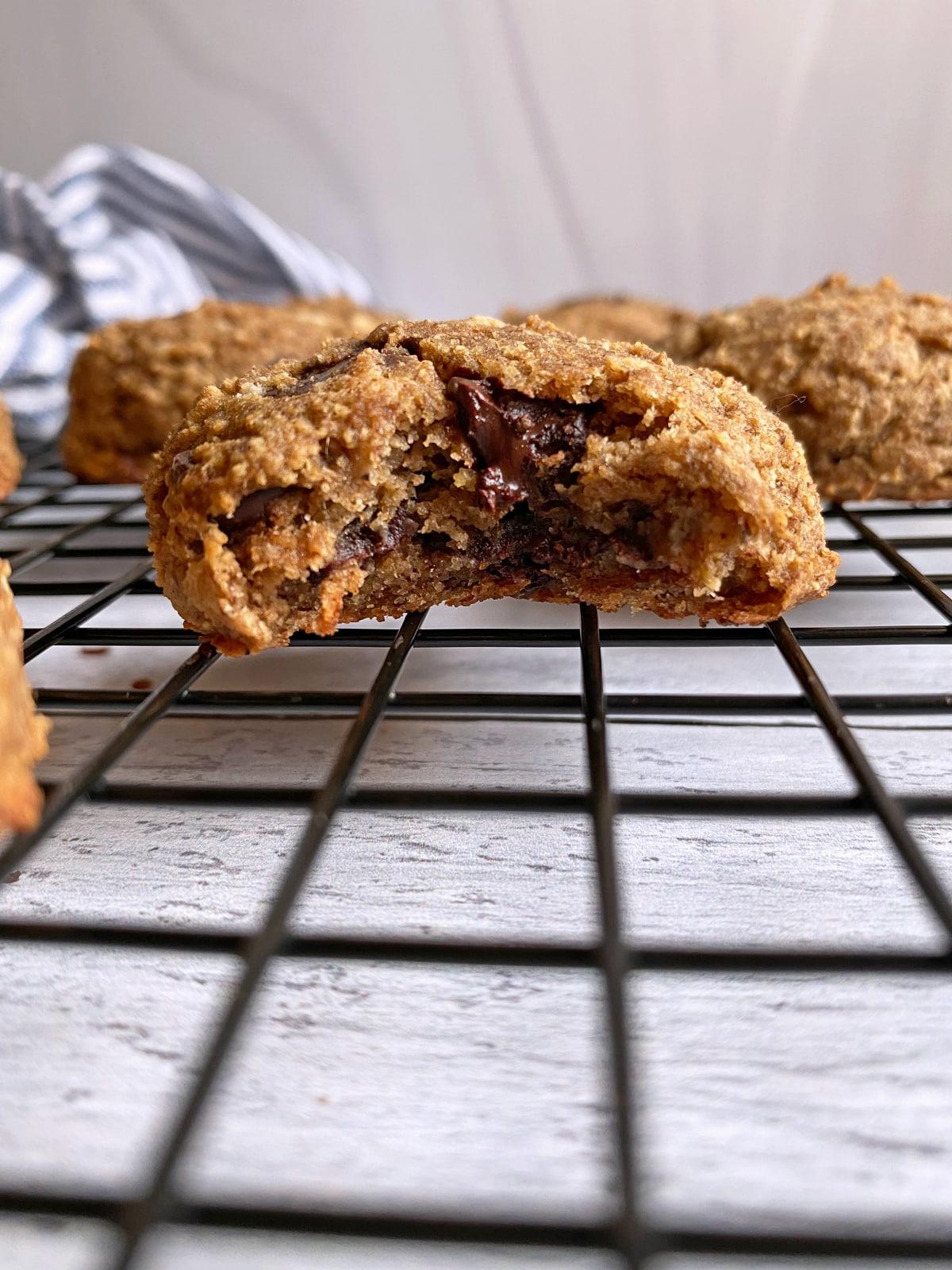 vegan-banana-breakfast-cookies