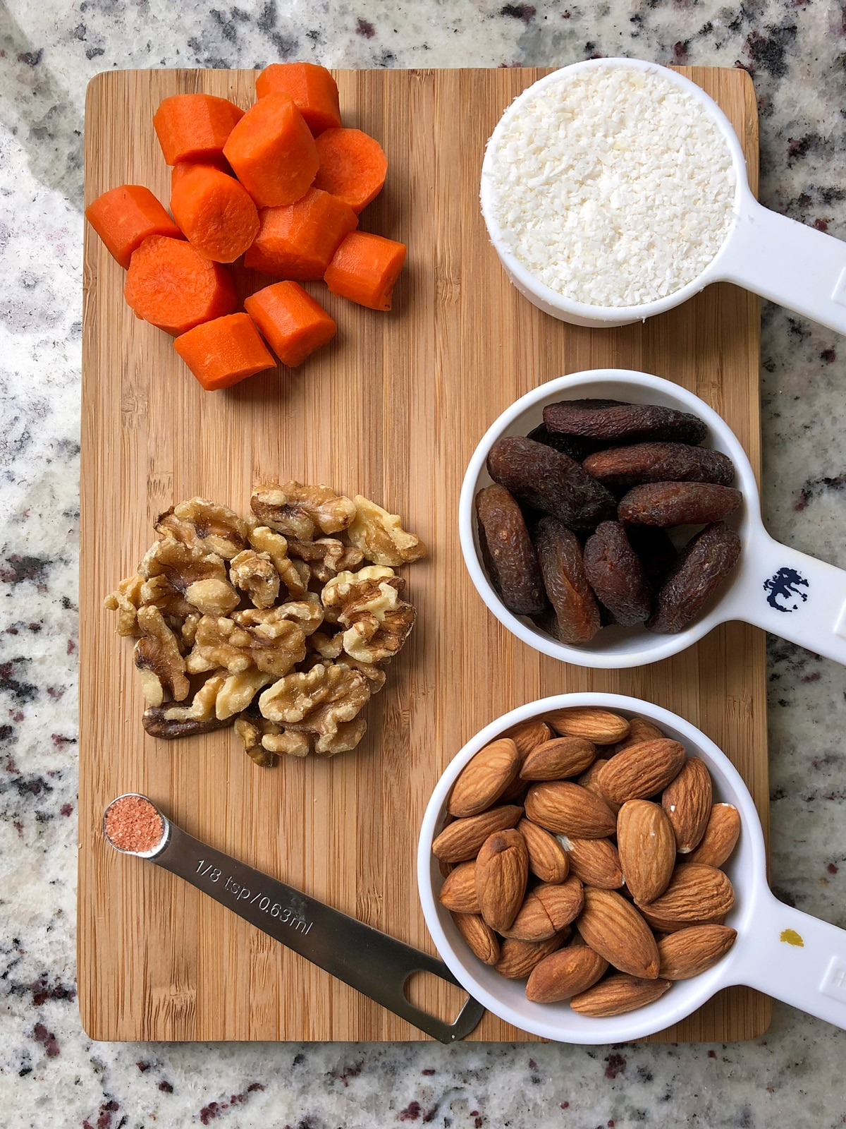 Ingredients-for-Carrot-and-Apricot-Crackers