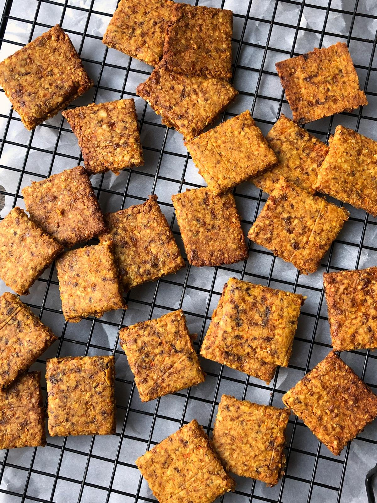 Paleo-Cracker-Recipe-with-Carrots