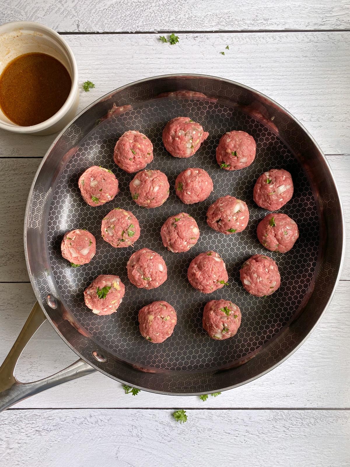 uncooked-meatballs-on-frying-pan