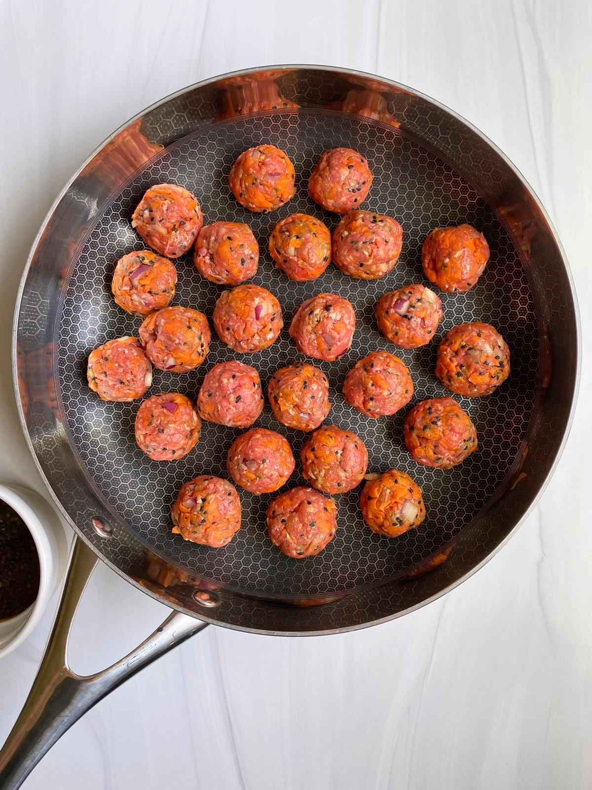 uncooked-meatballs