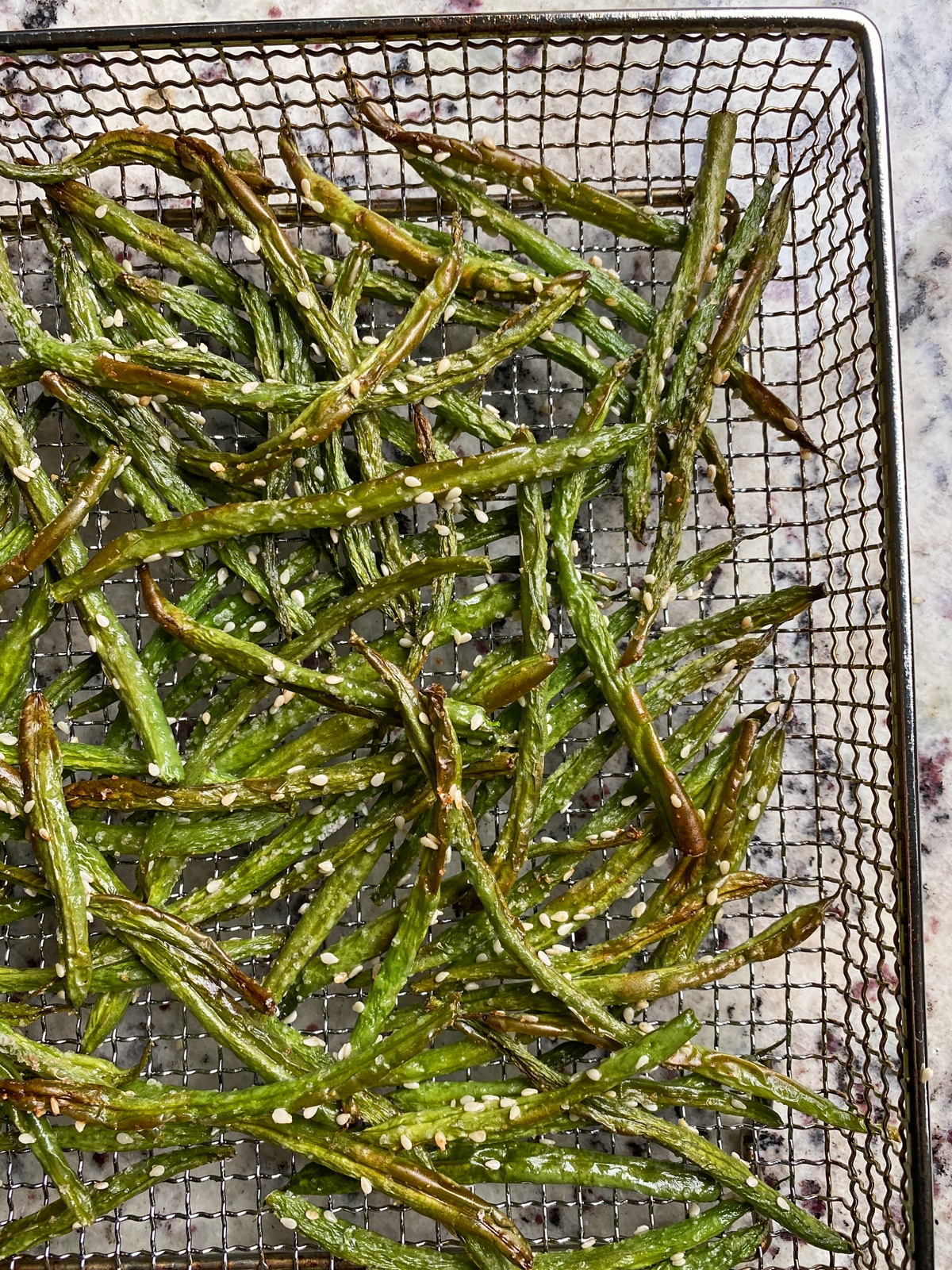 cooked green beans in air fryer basket